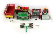 Agroset 2 - Traktor plechový na klíček s nářadím